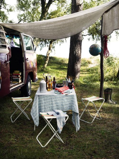 Klasická kempingová súprava so stolom a stoličkami