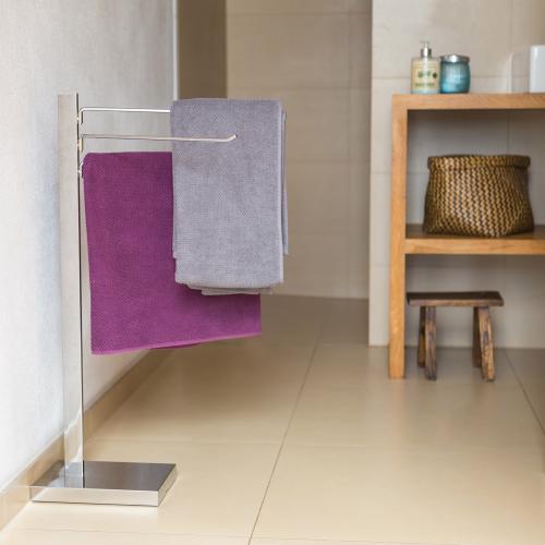 Pochrómovaný vešiak na uteráky do kúpeľne