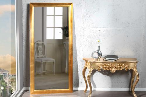 Veľké zrkadlo so zlatým rámom