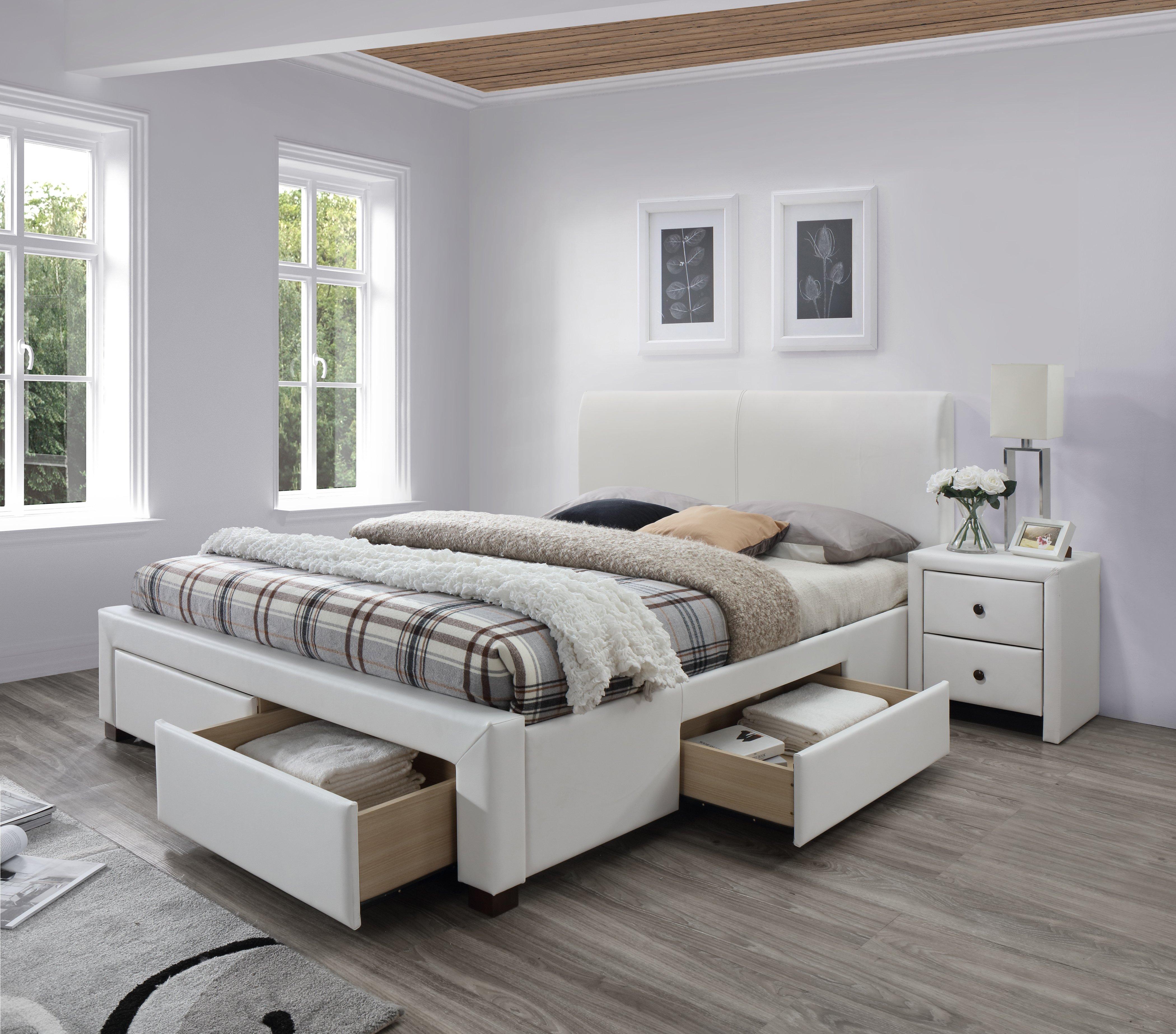 Biela spálňa s manželskou posteľou so zásuvkami