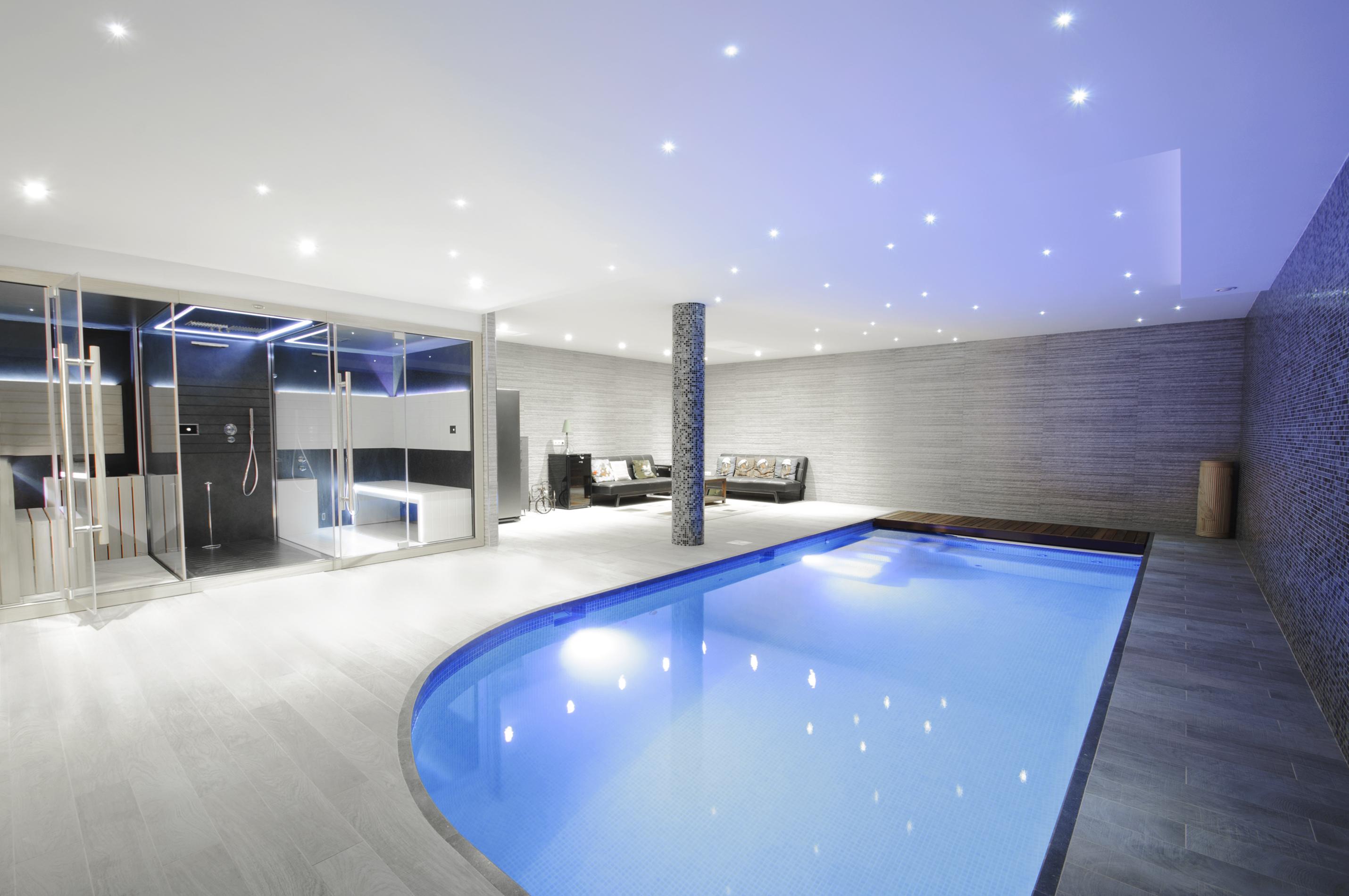 Bazén, sprcha a oddychová časť s pohovkami
