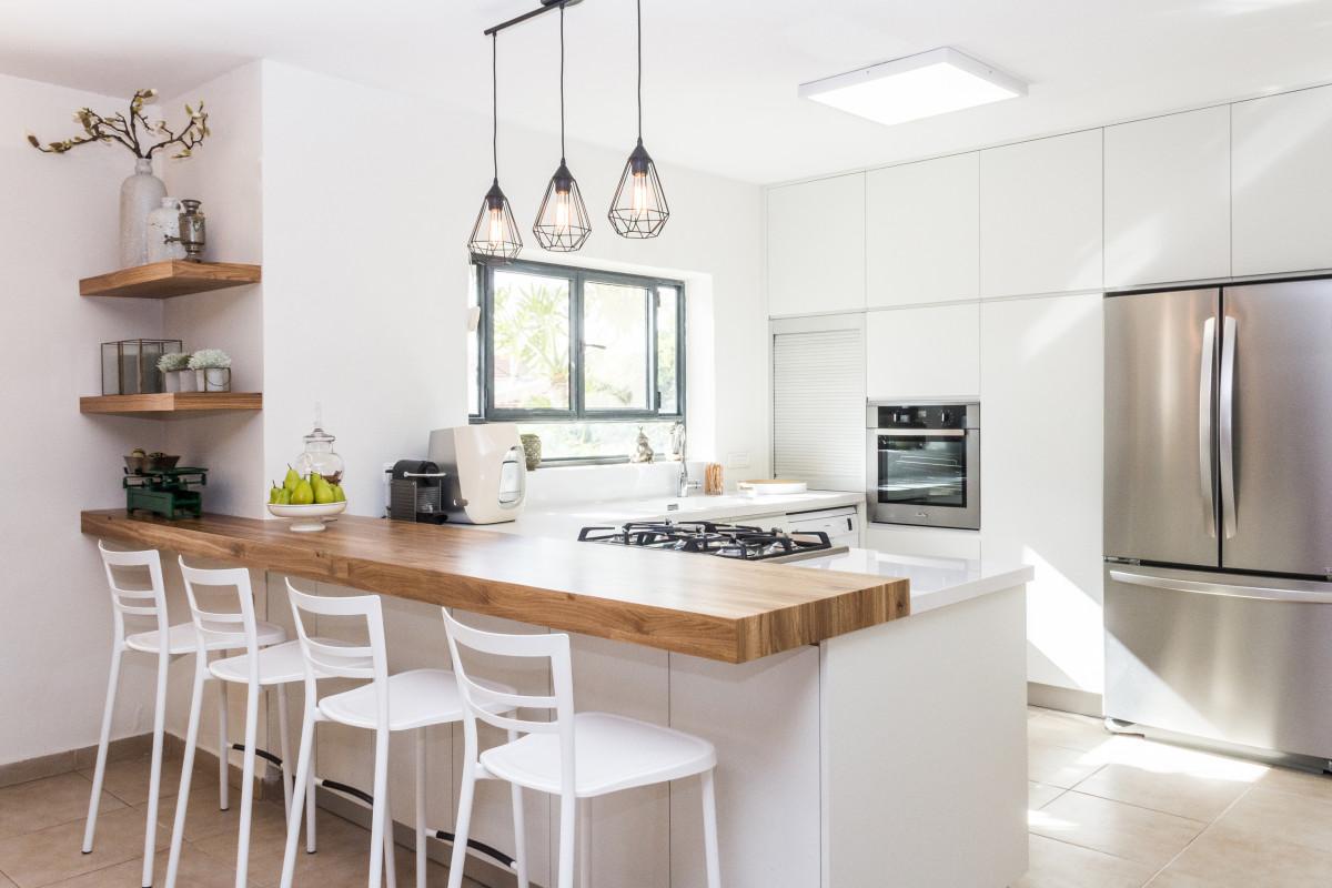 Nadčasové biele kuchyne boli, sú a budú populárne