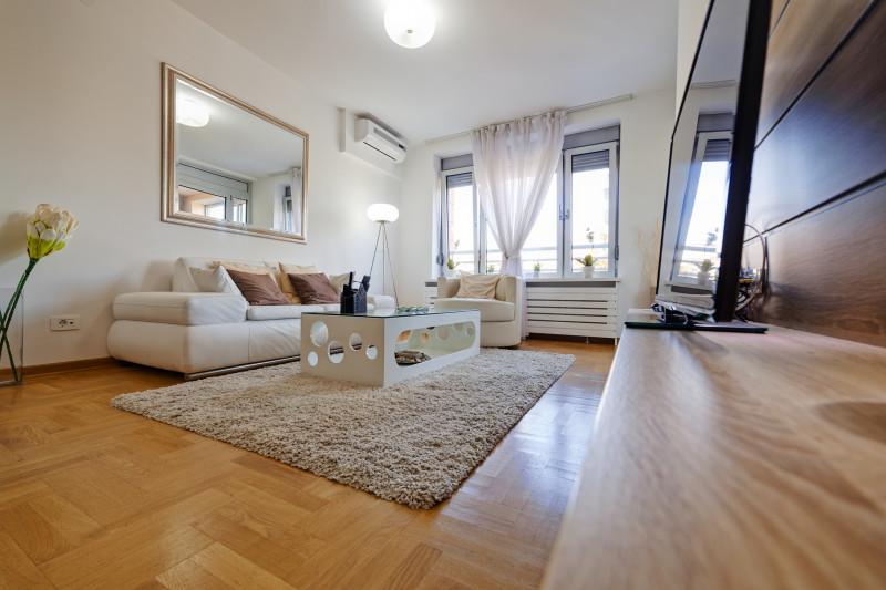 Obývačka ladená do bielej farby