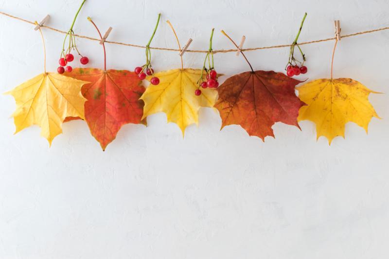 Jednoduchá jesenná dekorácia na špagátiku