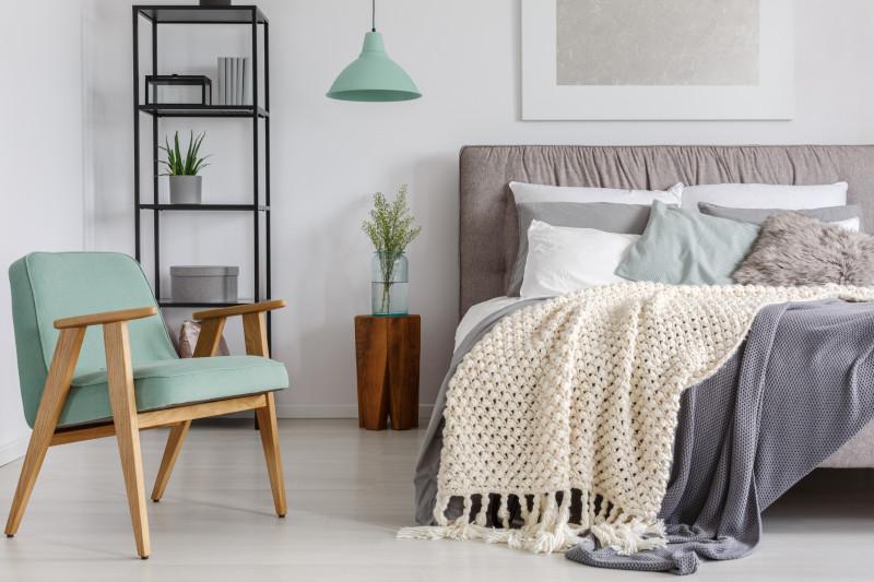 Spálňa v modernom škandinávskom štýle