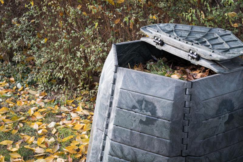 Plastový záhradný kompostér