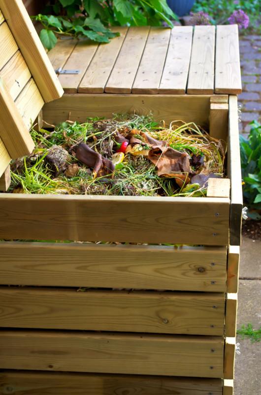 Drevený záhradný kompostér