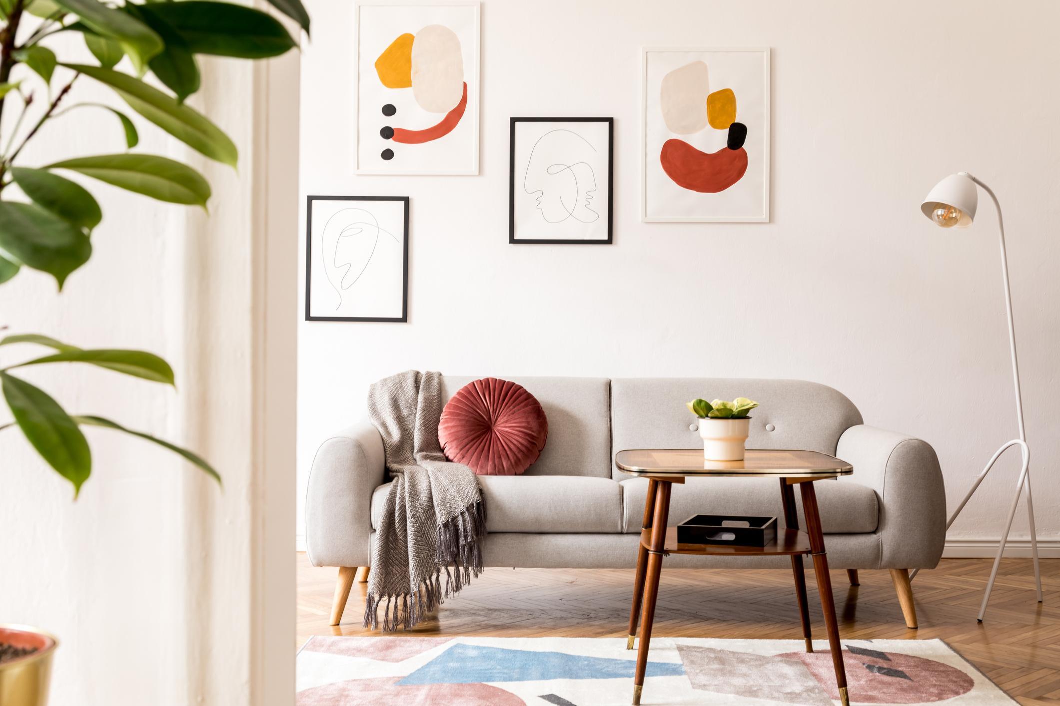 Vo vzdušnom retro interiéri vynikne dizajn nábytku