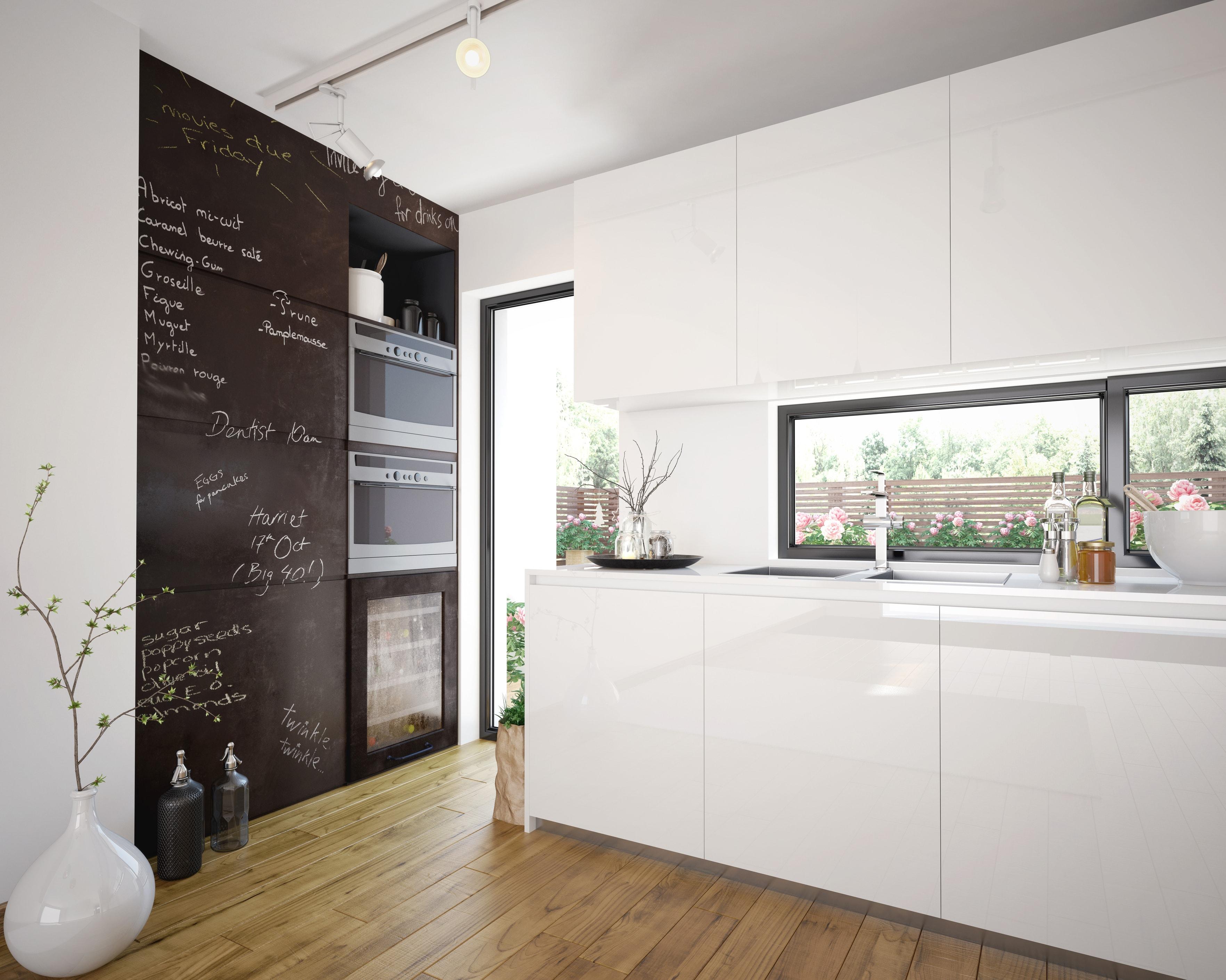 Moderná bielo-čierna kuchynská linka s lesklým povrchom