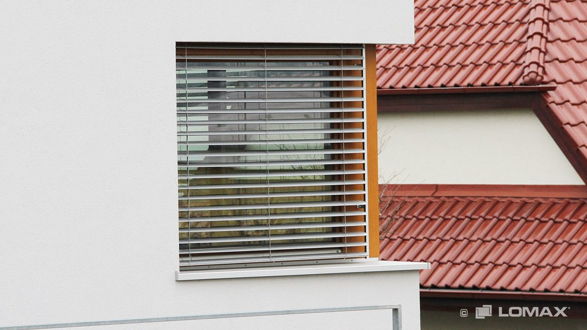 Vonkajšie žalúzie na rohovom okne