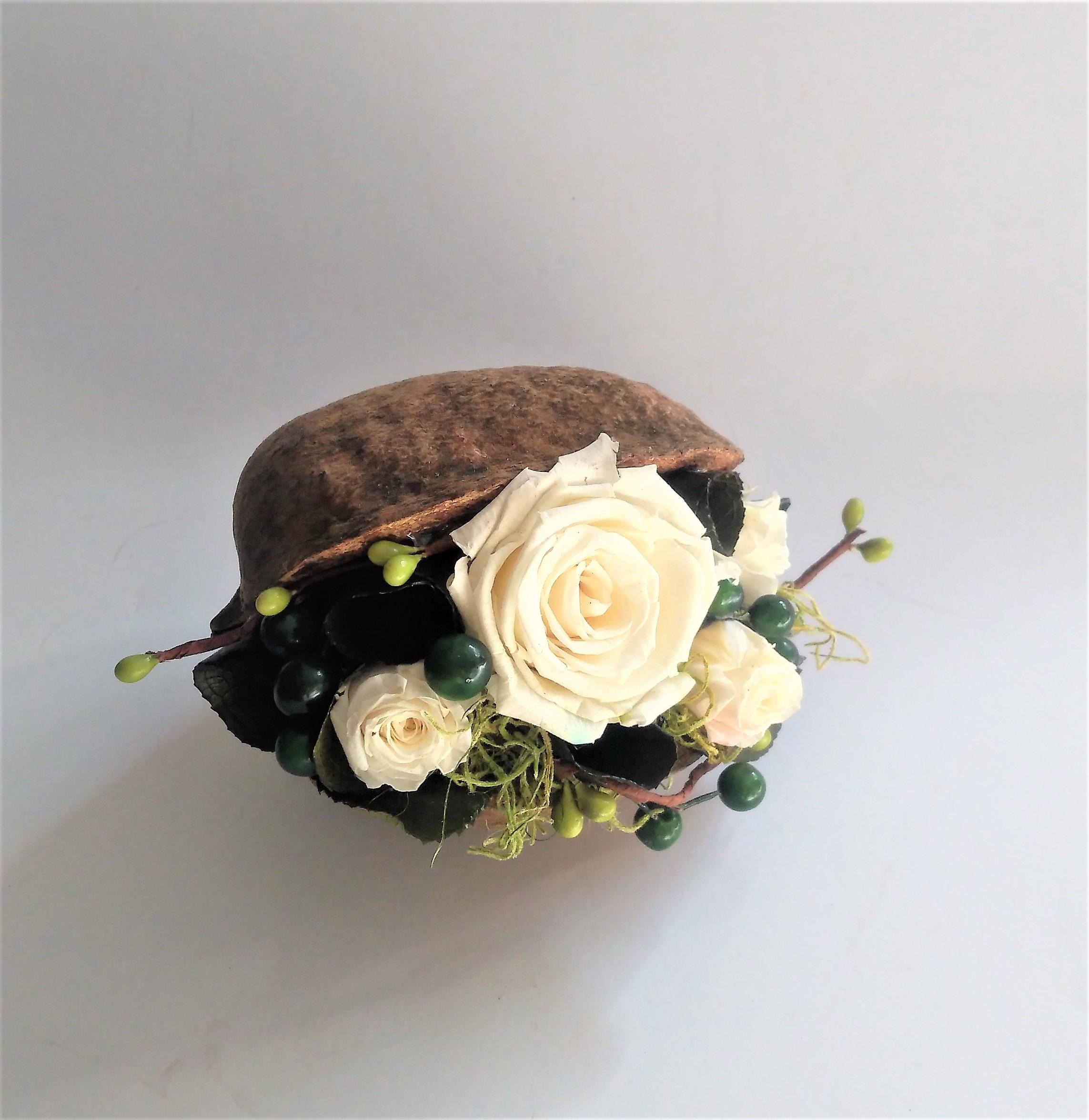 biele balzamované ruže v orechu 15 x 10 cm