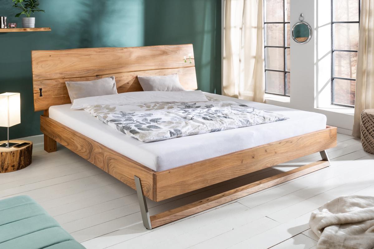 Dizajnová posteľ Massive 180 x 200 cm akácia