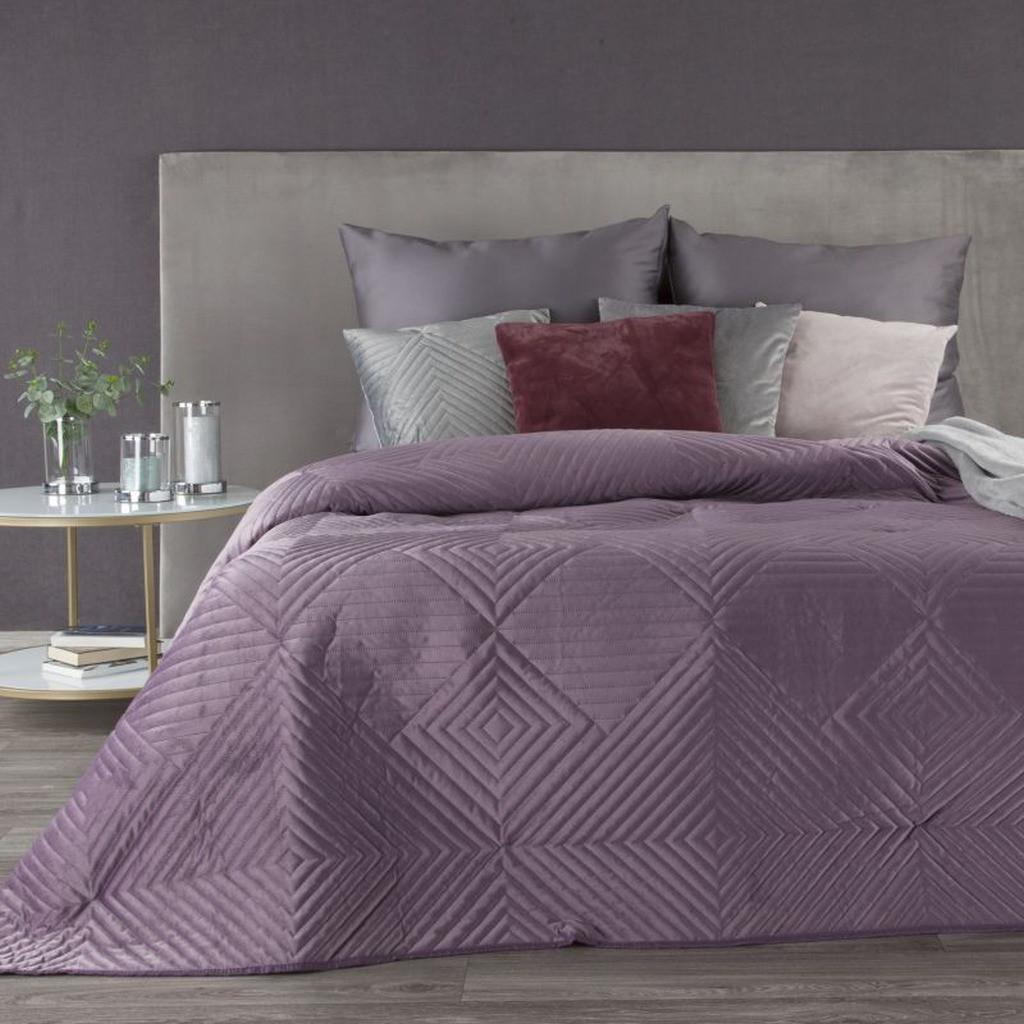 DomTextilu Krásny zamatový kvalitný fialový prehoz s geometrickými tvarmi Šírka: 220 cm | Dĺžka: 240 cm 33245-164042