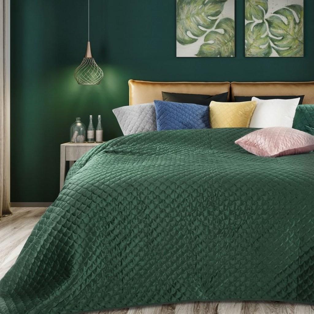 DomTextilu Smaragdovo zelený obojstranný prehoz na postel s prešívaním Šírka: 70 cm | Dĺžka: 160 cm 15289-208891