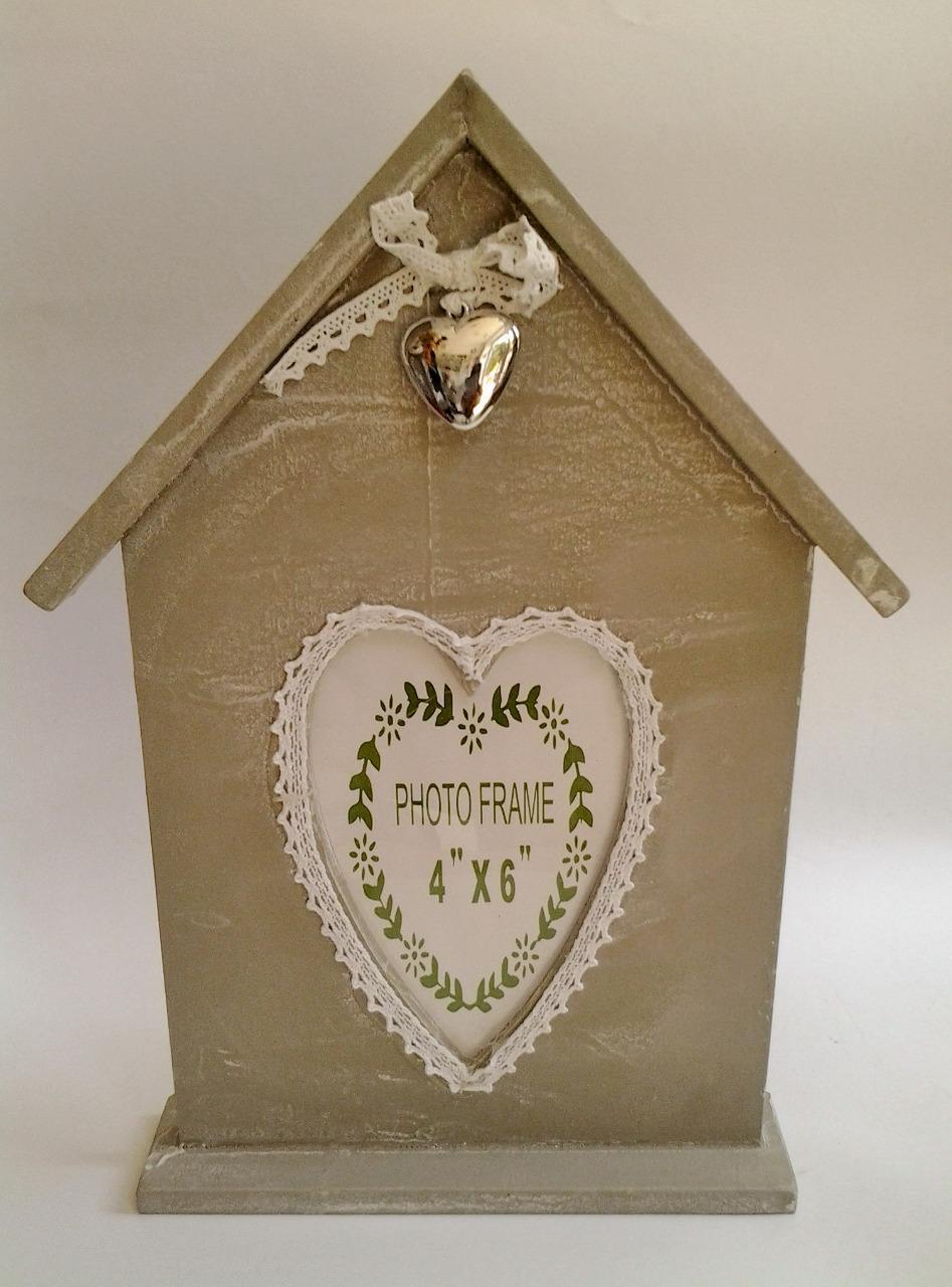 drevený fotorámik domček s čipkou 23 x 32 cm
