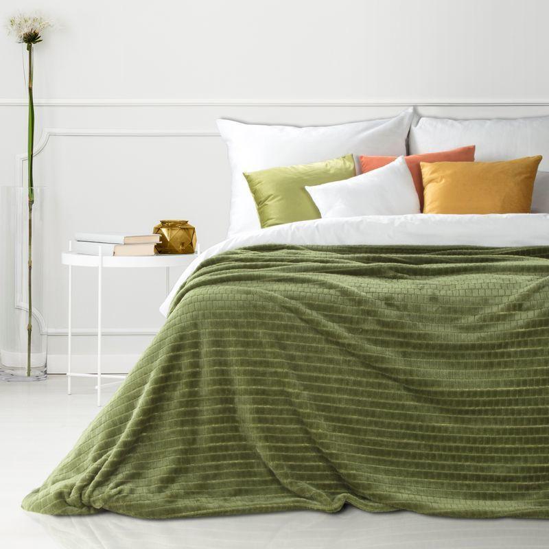 Hebká olivovozelená deka CINDY2 so štvorcovým vzorom 150x200 cm
