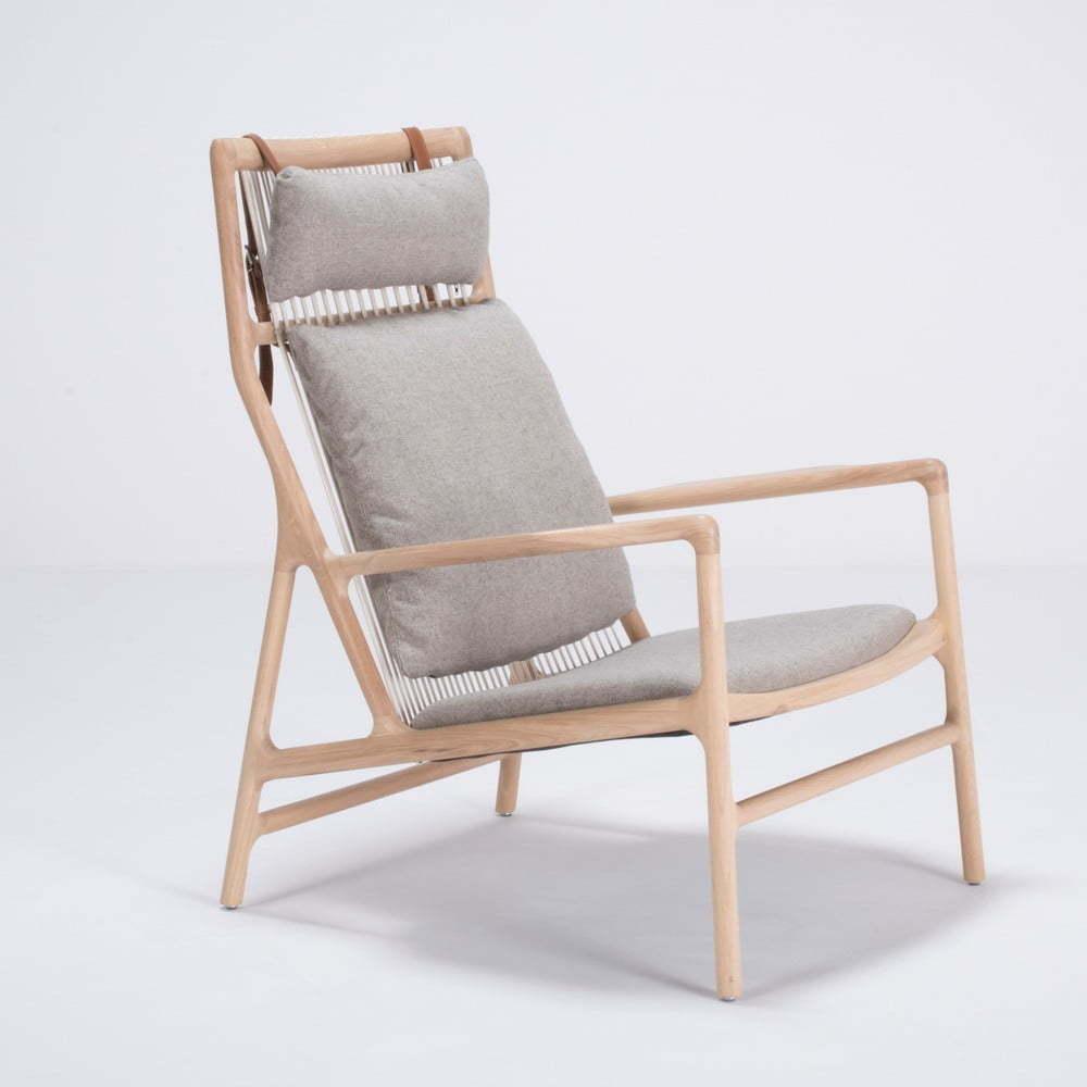 Kreslo s konštrukciou z dubového dreva so sivým textilným sedadlom Gazzda Dedo
