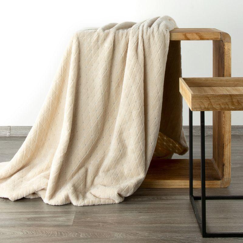 Mäkká krémová deka CINDY4 s geometrickým vzorom 150x200 cm