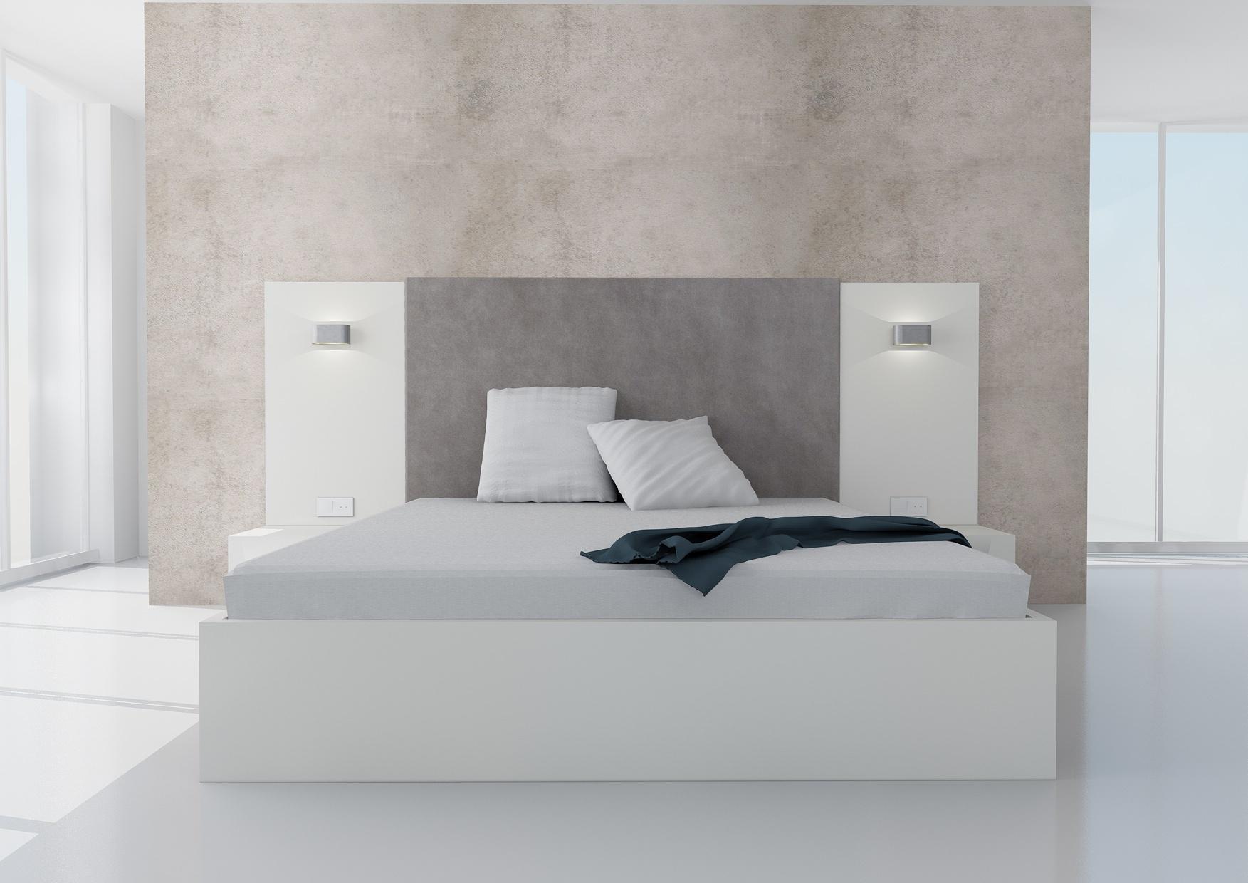 Manželská posteľ Koncepto s úložným priestorom, platinova biela, sivé čalúnenie, , nočné stolíky, svietidlá a zásuvky