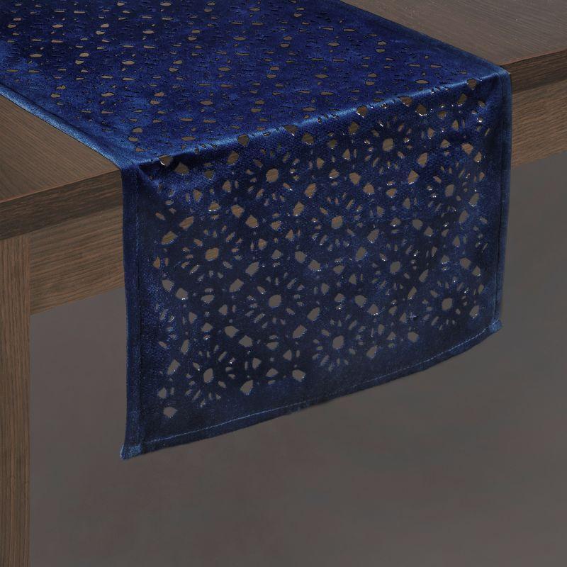 Modrá zamatová štóla na stôl PILAR 33x180 cm
