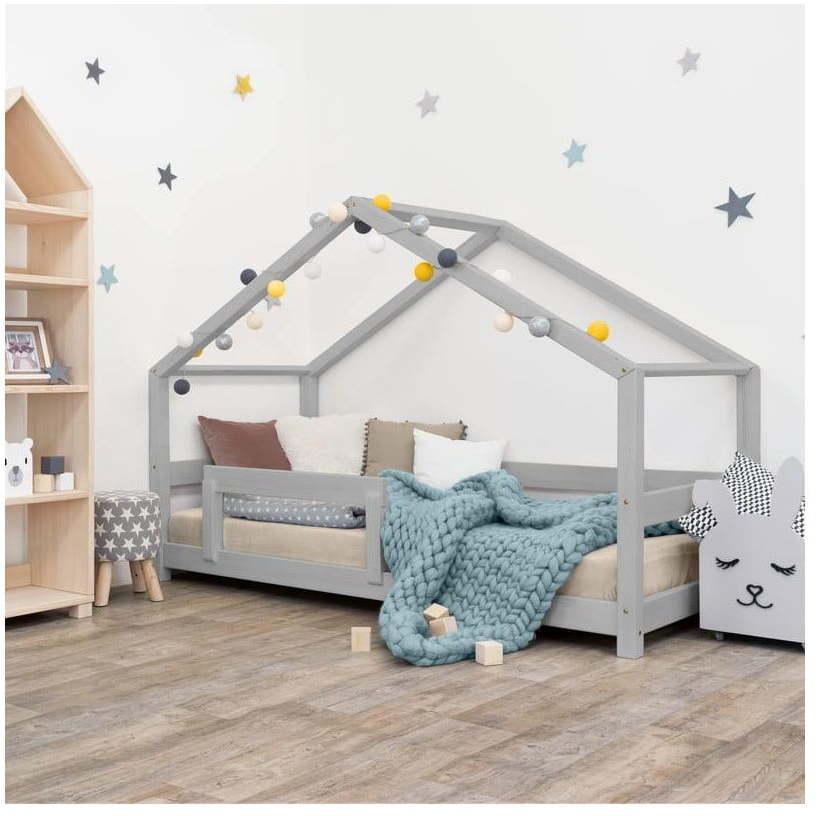 Sivá detská posteľ domček s bočnicou Benlemi Lucky, 120 x 200 cm