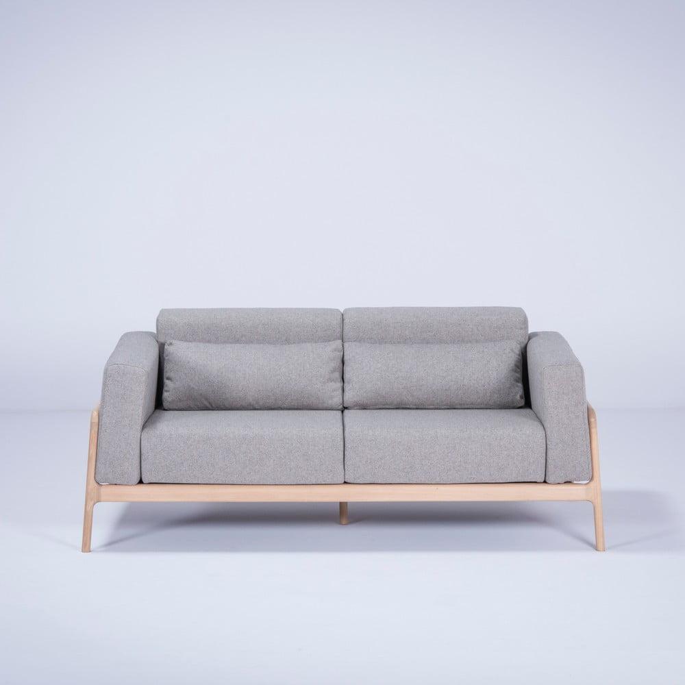 Sivá pohovka s konštrukciou z masívneho dubového dreva Gazzda Fawn, 180 cm