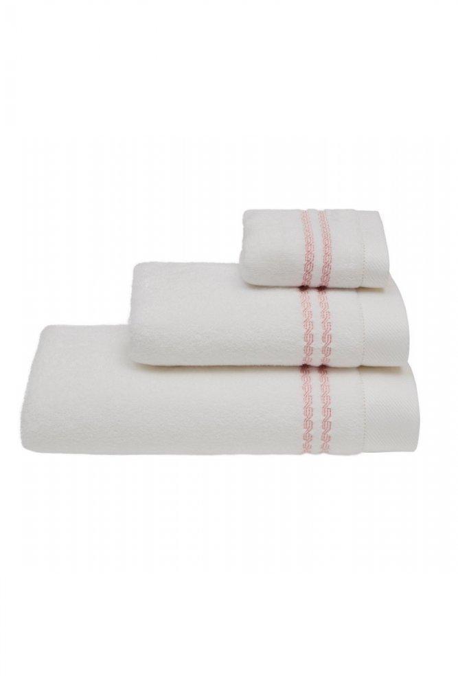 Soft Cotton Darčeková sada uterákov a osušiek CHAINE. Uteráky a osušky s antibakteriálnou ochranou sú vyrobené z česanej 100% MICRO bavlny o gramáži 550 g / m2. Biela / ružová výšivka