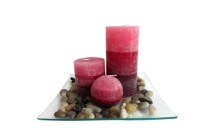 TORO Darčekový set 3 sviečky, vôňa škorice, na sklenenom podnose s kameňmi
