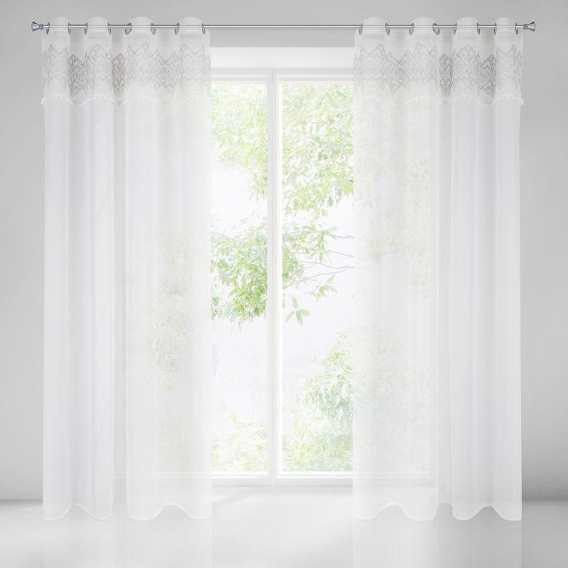 Záclona DAPHNE zdobená striebornou výšivkou a brmbolcami 140X250 cm